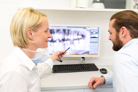 Besprechung Implantologie - Dr. Stanke & Kollegen - Ihre Zahnarztpraxis mit eigenem Dentallabor in Hamm.